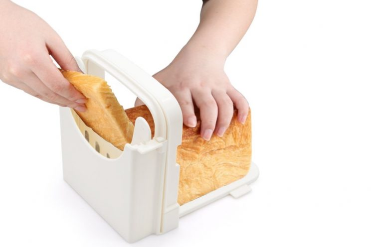 Adjustable-and-Foldable-Bread-Slicer-from-Yummy-Sam-768x496